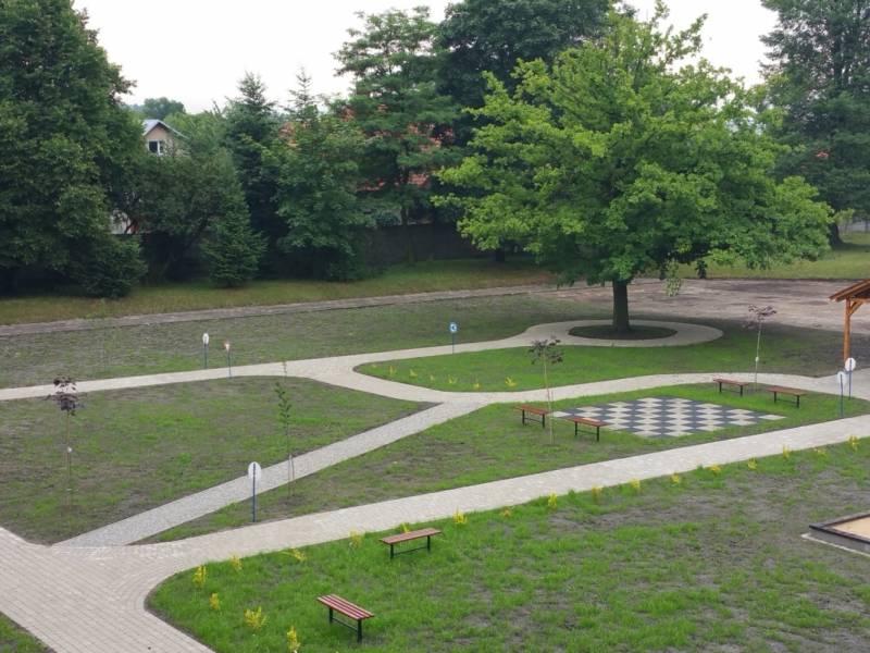 Edupark - teren zielony przy Szkole Podstawowej nr 13