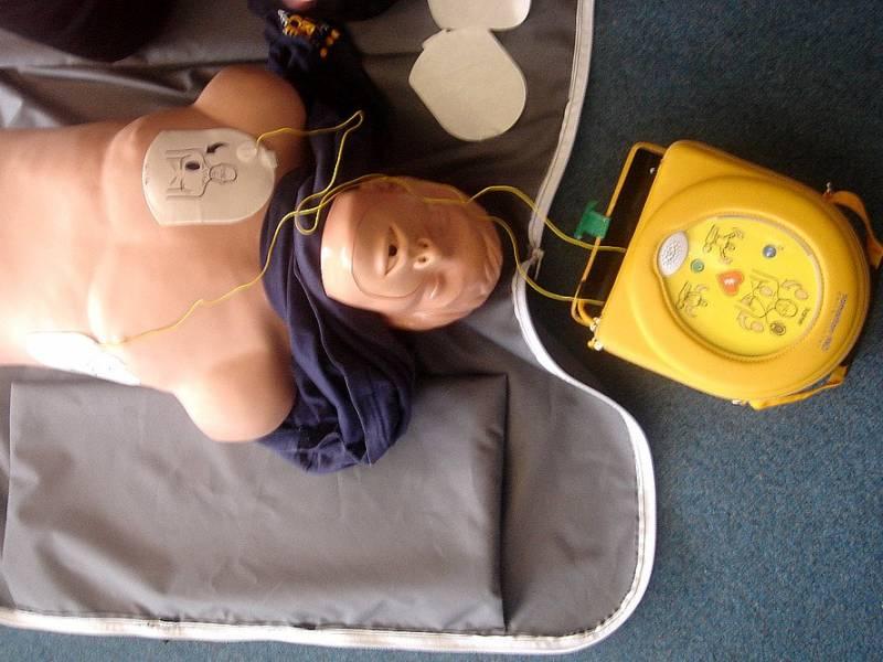 Ogólnodostępne defibrylatory AED W przestrzeni Pabianic